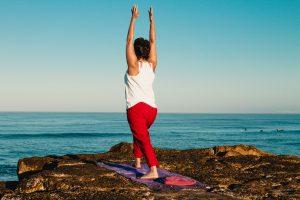 Shiatsu Ian - Yoga posture plage